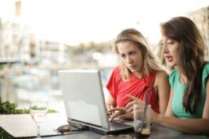 vrouwen kopen iets op bol.com